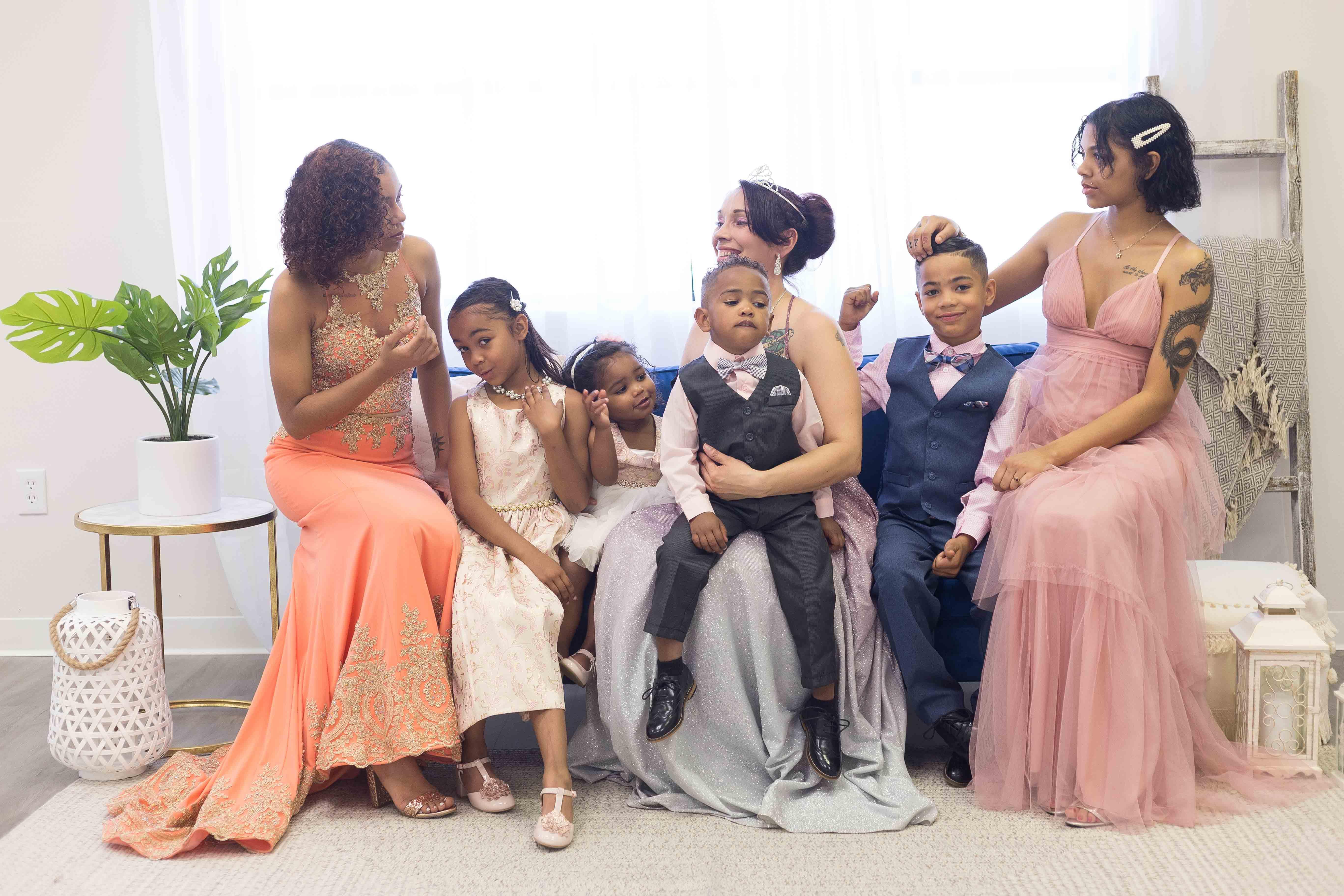 Family portrait of phoenix mom and her six children